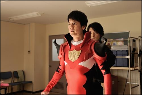 「イン・ザ・ヒーロー」のあらすじやキャストは?予告動画はあるの?